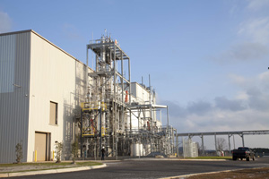 DEMONSTRATION PLANT: Figure 1. Unit at Vonore, Tenn., can produce 250,000 gallons/year of ethanol from agricultural residues.